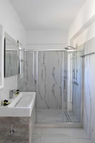 accommodation agrabeli apartments shower