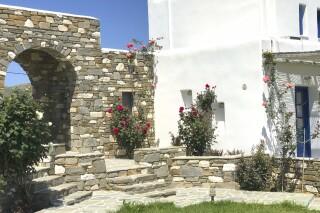 agrabeli studios in naoussa of paros